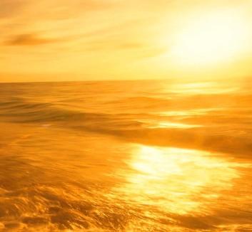 the_rising_sun_golden_light_on_the_sea_surface__1920x1080 - Copy