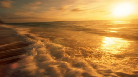 the_rising_sun_golden_light_on_the_sea_surface__1920x1080